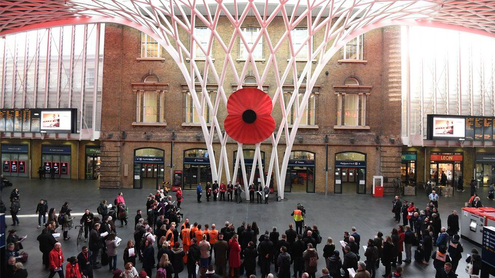 Британия в сотый раз почтила память павших на полях мировых войн