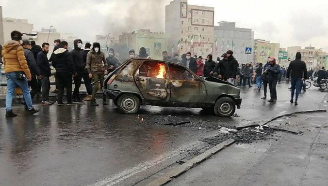 В Иране ограничили продажу бензина, чтобы помочь бедным: протесты проходят в десятке городов