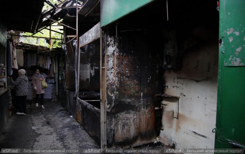 Mai multe tarabe dintr-o piață din Bălți au fost mistuite de flăcări