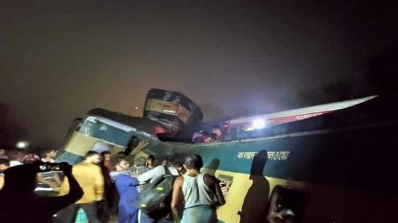 Bangladesh: Zeci de oameni morți și răniți în urma coliziunii frontale a două trenuri