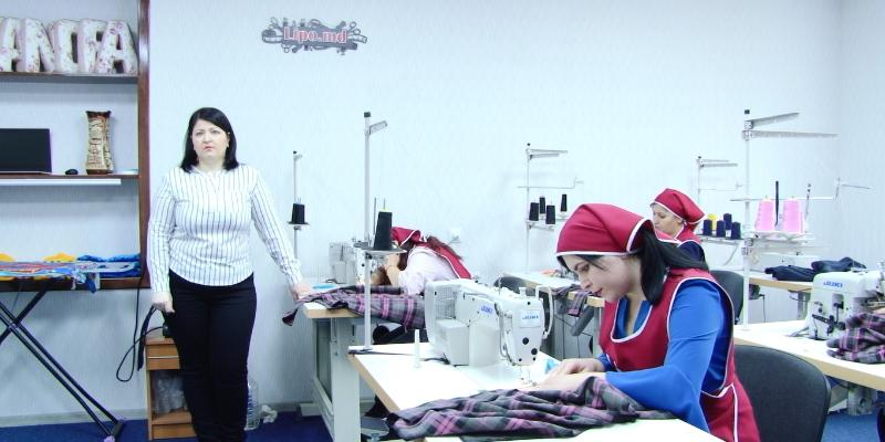 VIDEO | De la pasiune la afacere. Cu fonduri europene o tânără din orașul Lipcani, raionul Briceni și-a deschis un atelier de croitorie