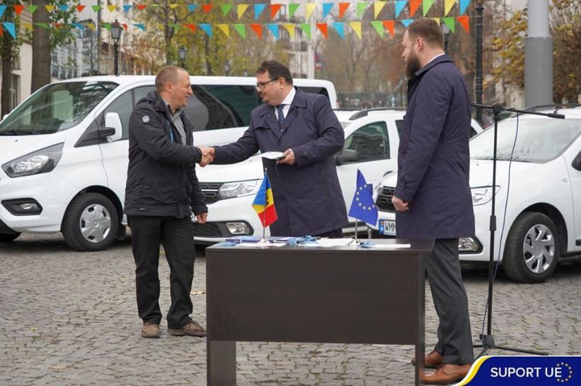 Șeful Delegației UE în Republica Moldova a înmânat cheile de la șapte autovehicule pentru mai multe raioane din R. Moldova