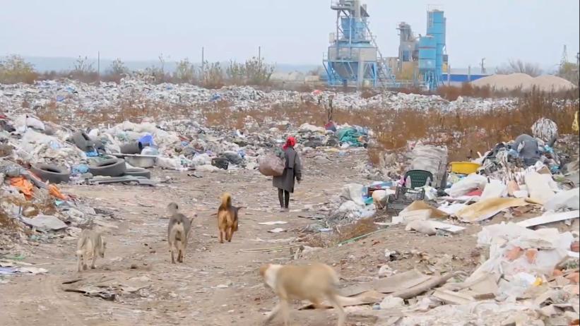VIDEO | Gropile de gunoi din nordul țării ard fără întrerupere. Sănătatea locuitorilor, în pericol.