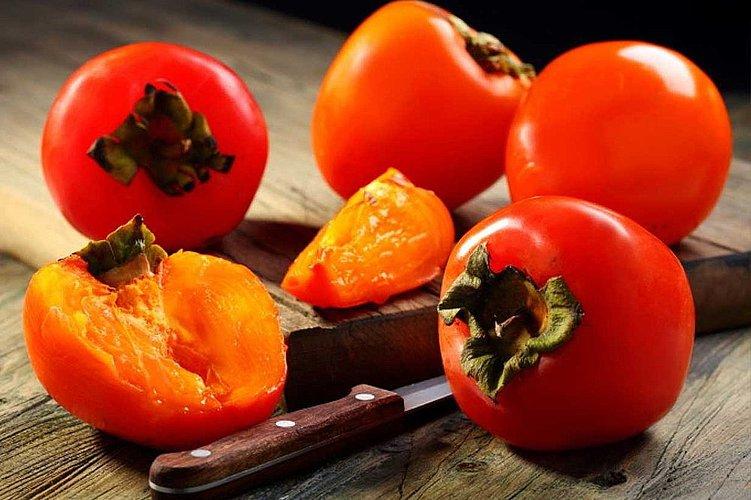(Бес)полезные советы //  Хурма- фрукт, который порадует ваш организм – от кожи до кишечника