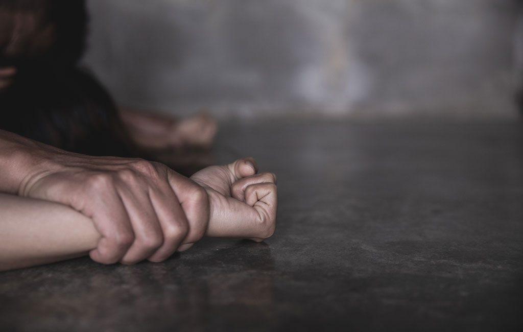 Dragoste cu năbădăi, la Ocnița. Un tânăr și-a violat iubita, după ce aceasta l-a reclamat poliției
