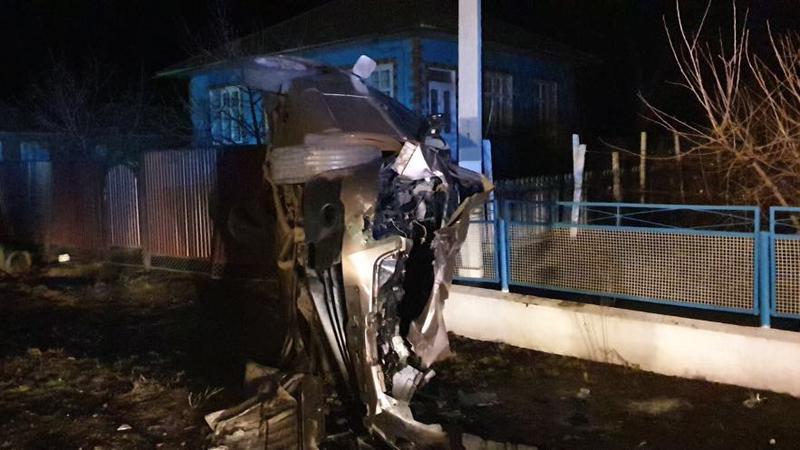 Un șofer din Drochia, în stare gravă la spital după ce a urcat beat la volan și s-a izbit cu mașina într-un gard