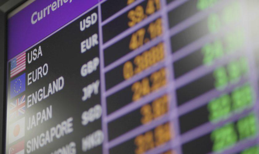 Curs valutar 25 februarie 2020: Cât costă un euro şi un dolar