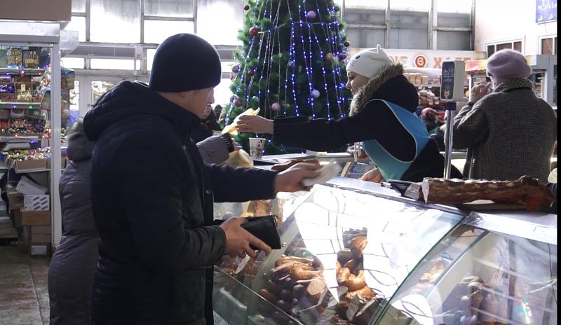 VIDEO | Bălțenii nu se zgârcesc pentru masa de Anul Nou. Cât vor cheltui aceștia de Revelion