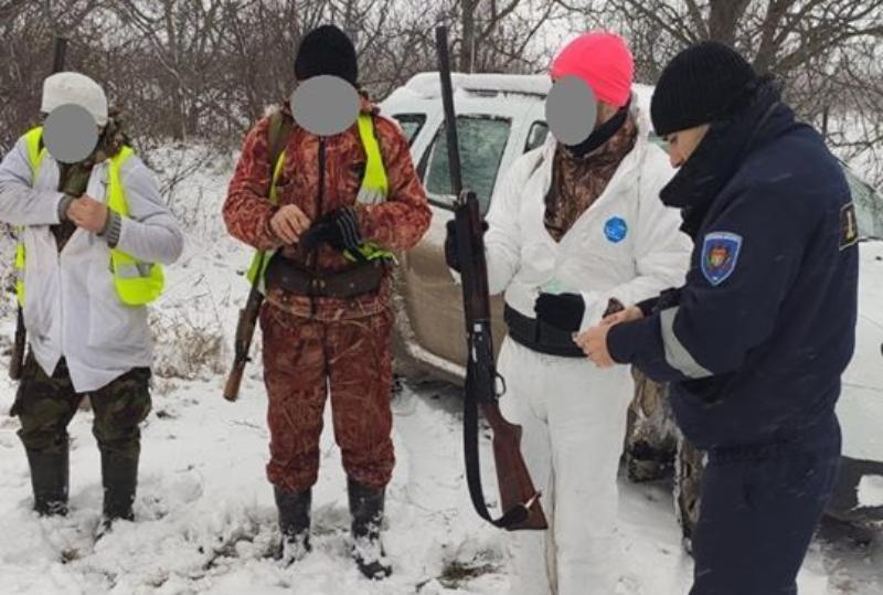 ФОТО | Браконьеры, охотившиеся на севере Молдовы, получили штрафы