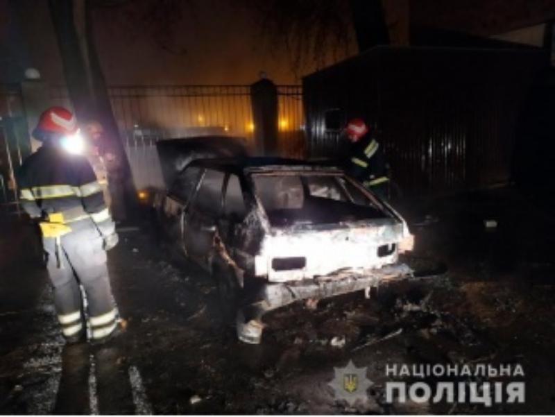 Cernăuți: Peste 20 de mașini, vandalizate într-o singură noapte
