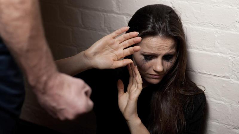 Un bărbat din Briceni, condamnat pentru că a bătut-o cu cruzime pe fiica concubinei sale