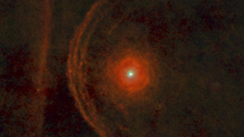 O stea uriașă din apropierea Pământului se comportă ciudat și oamenii de știință cred că va exploda