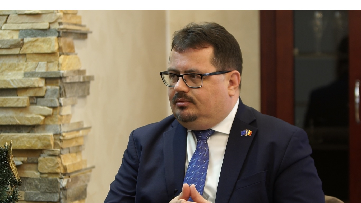 (INTERVIU VIDEO) Peter Michalko: Este foarte important pentru noi ca oamenii din Republica Moldova să trăiască într-o țară liberă
