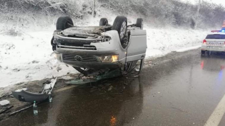 Un microbuz cu 10 moldoveni s-a răsturnat în județul Iași. Care este starea pasagerilor