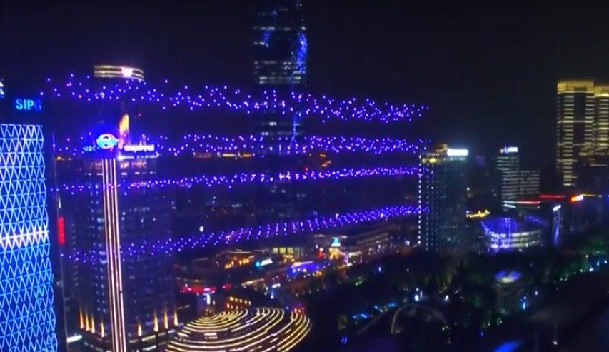 ВИДЕО | В новогоднюю ночь в небе над Шанхаем продемонстрировали шоу дронов
