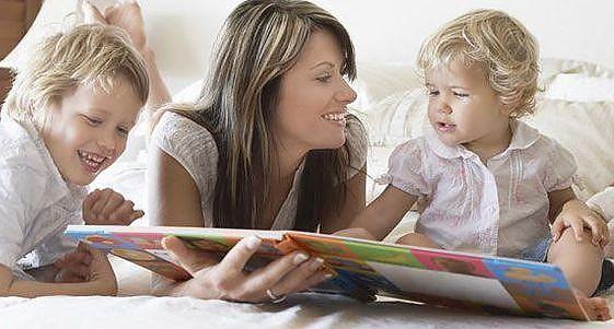 Studiu: Copiilor cărora li se citesc regulat povești li se dezvoltă creierul mai rapid
