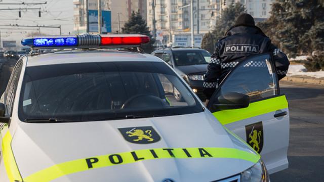 Doi poliţişti din Sângerei, reţinuţi de CNA în timp ce luau mită