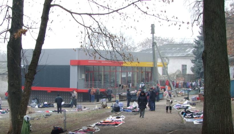 ВИДЕО | В бельцком парке в здании над общественным туалетом хотят открыть суши-бар