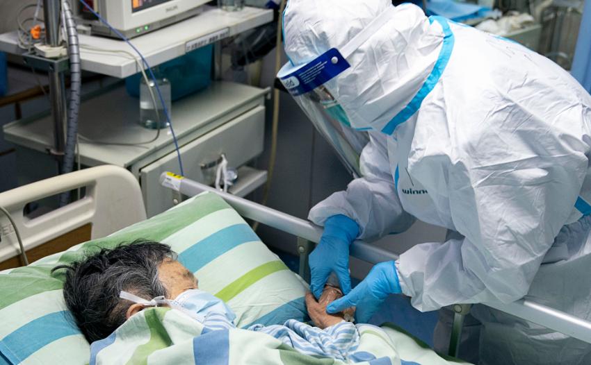 ВИДЕО | В Китае число погибших от коронавируса превысило 100 человек. Подтвердились случаи заражения в Германии и Канаде