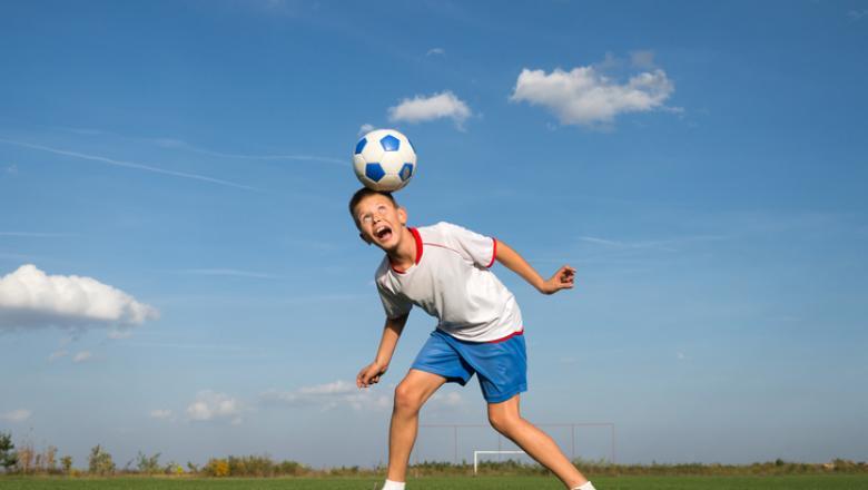 Prima țară din Europa care va interzice copiilor să lovească mingea cu capul