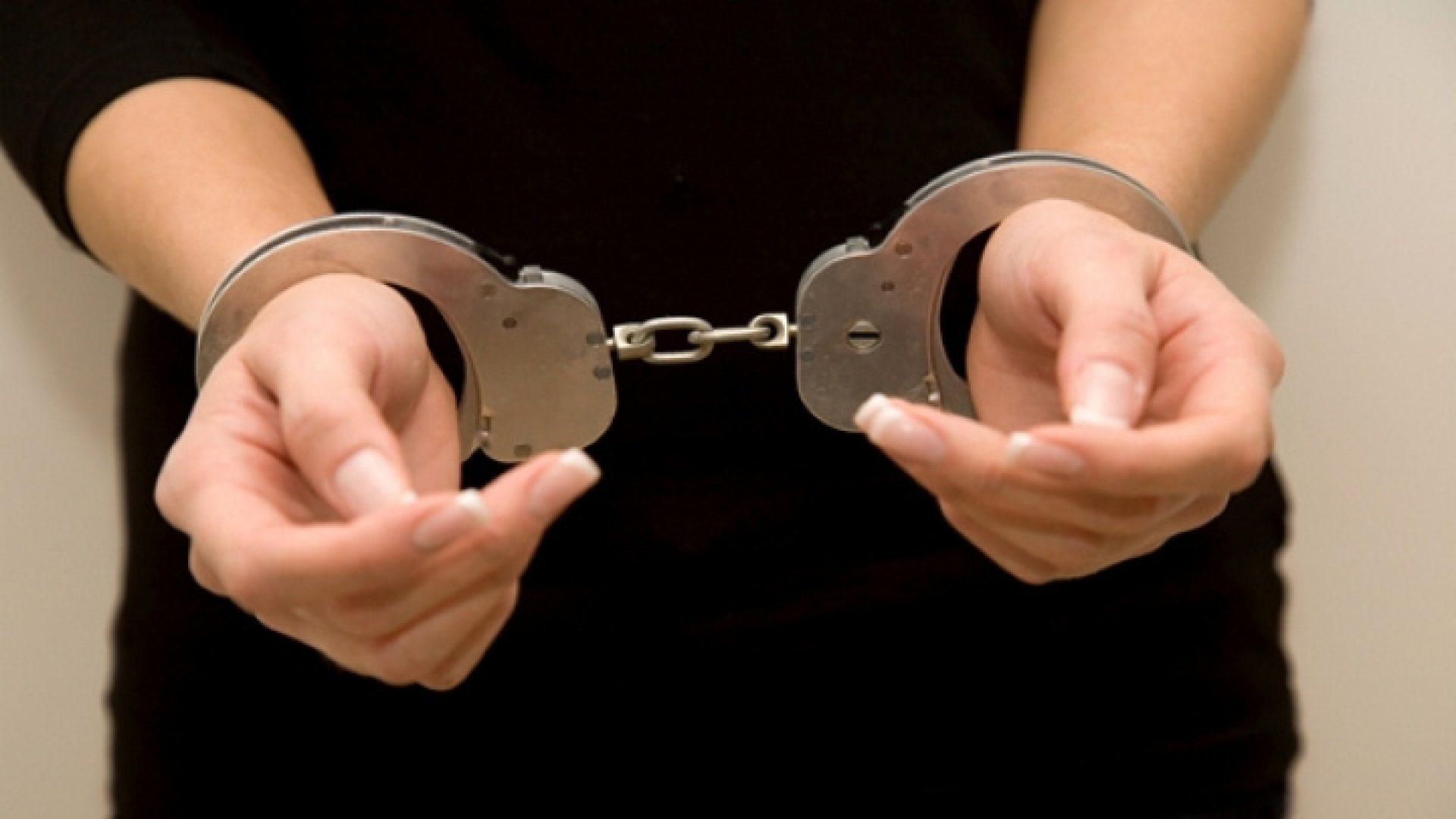 O polițistă din Bălți riscă până la 10 de pușcării și o amendă de 400  de mii de lei