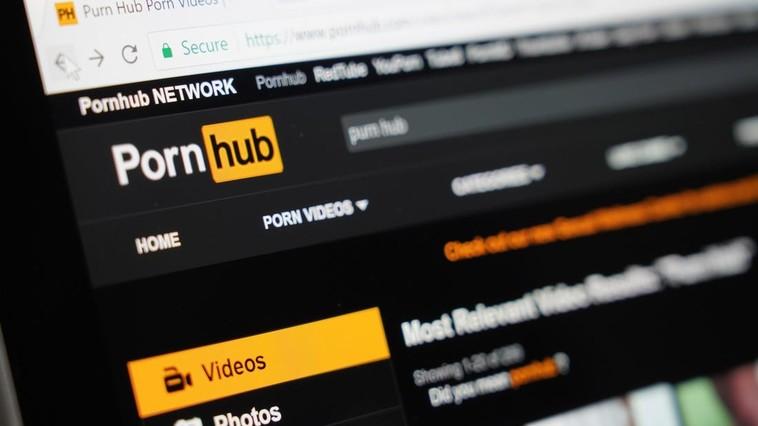 Site-ul pentru adulți Pornhub, dat în judecată pentru că nu asigură subtitrare