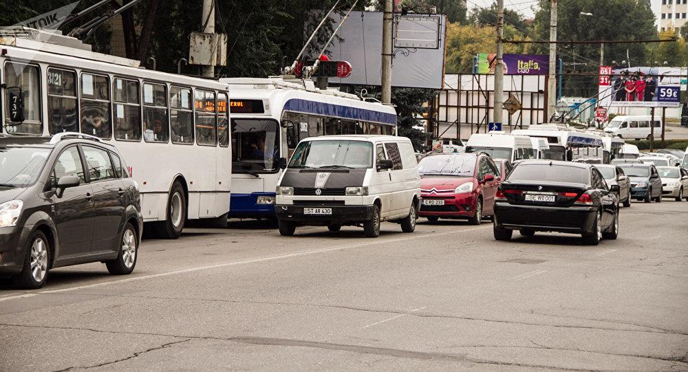 Expert economic: 40% dintre posesorii de automobile nu achită taxa rutieră și nu trec revizia tehnică a transportului