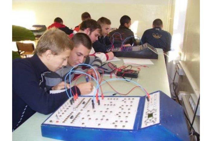 В Молдове 160 школ оснастят оборудованием для физических, химических и биологических лабораторий