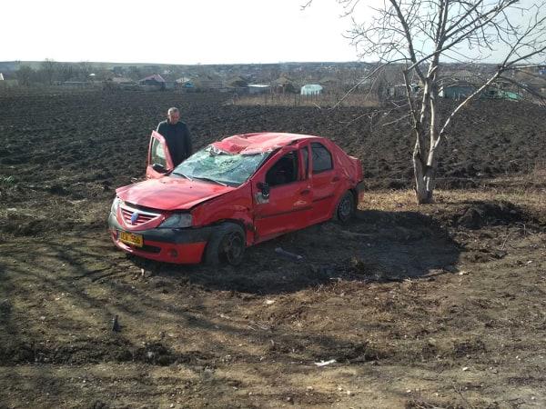 FOTO | Un taximetrist din Bălți a murit pe loc după ce automobilul pe care în conducea s-a izbit într-un copac