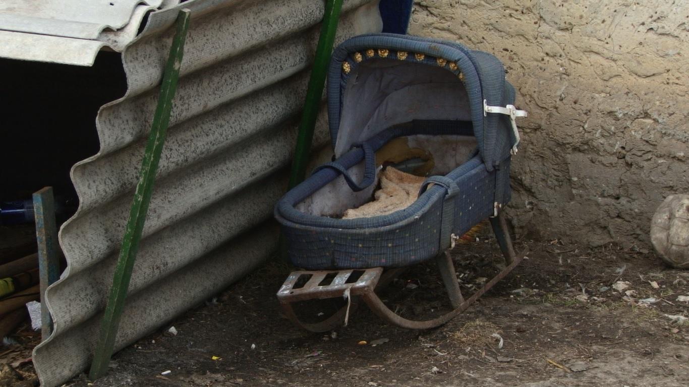 VIDEO | Glodeni: Și-a filmat cumnata beată și mizeria în care-și crește cei patru copii
