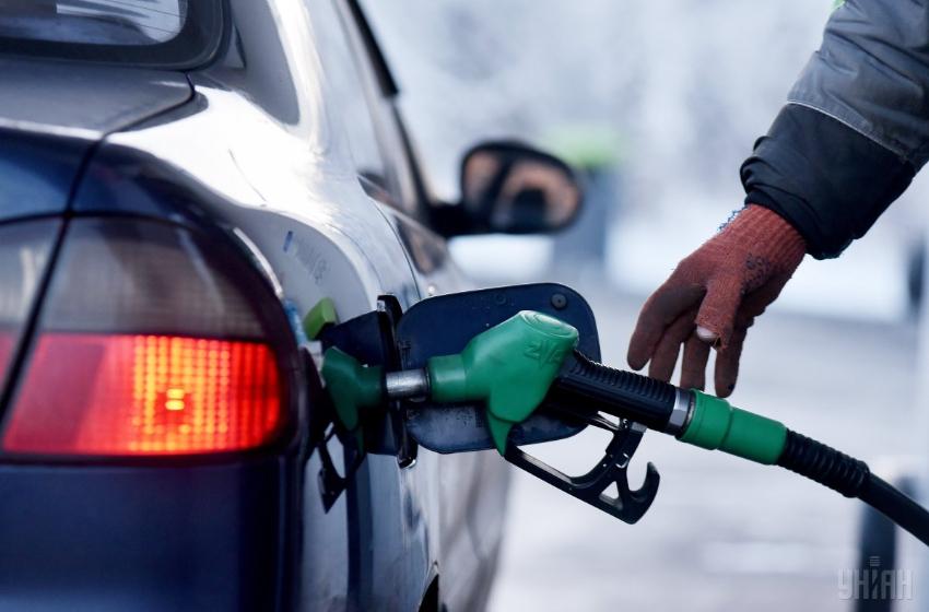 Цены на бензин и дизельное топливо снизились