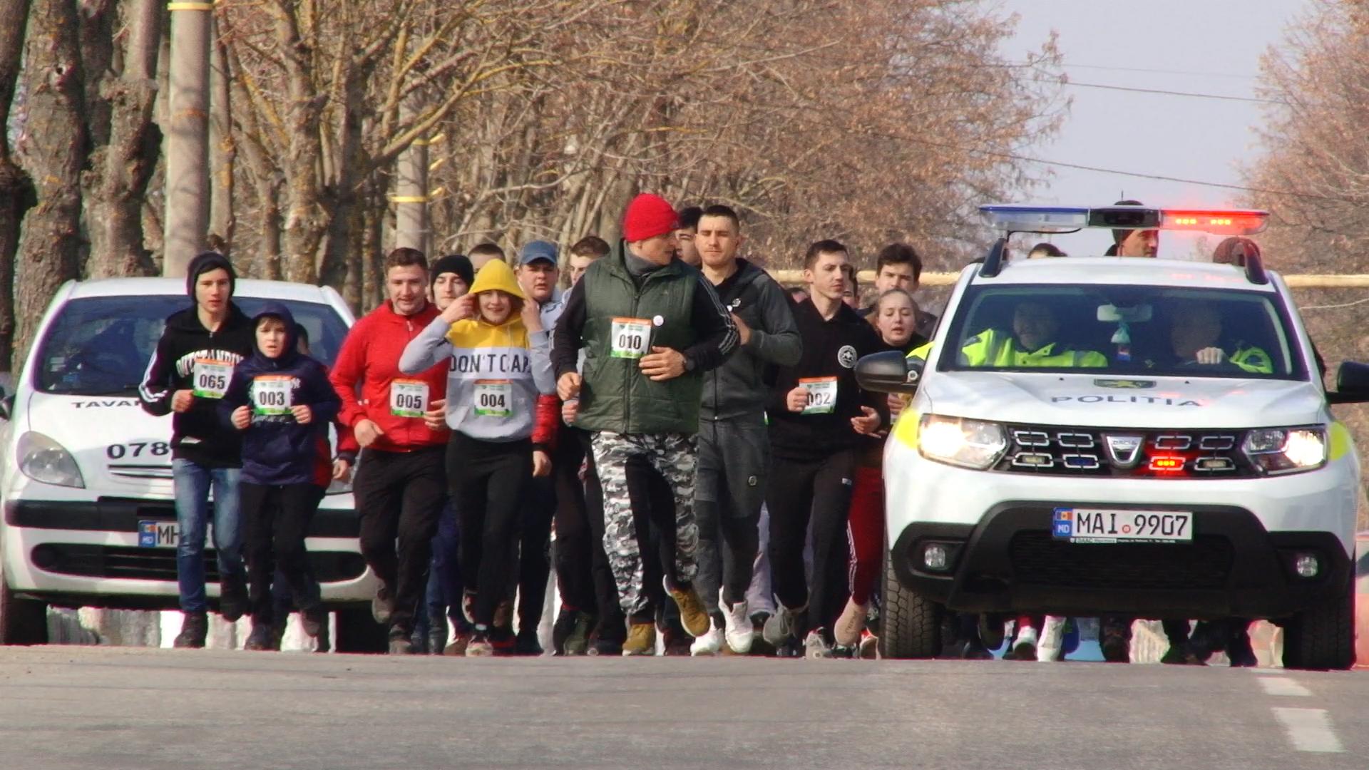 VIDEO | Alergăm pentru Varvara! Peste 150 de persoane au alergat, la Ocnița, pentru a salva viața unei micuțe bolnavă de cancer