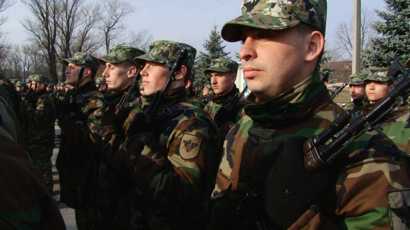 VIDEO | Vor să devină mai bărbați. Peste 220 de soldați în termen au depus jurământul la Bălți