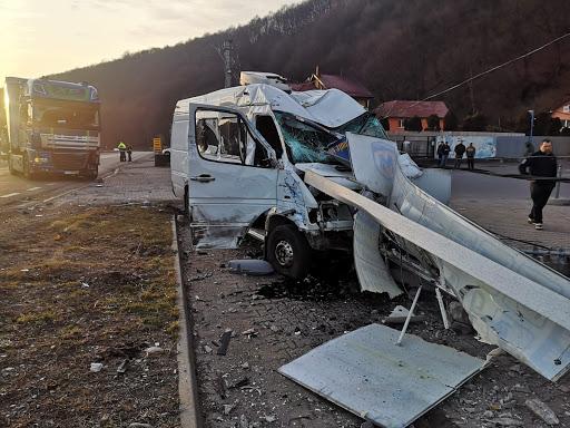 Un microbuz cu moldoveni, implicat într-un grav accident în România