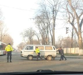 FOTO   Un minor din Bălți a răpit un microbuz pentru a face o tură prin oraș