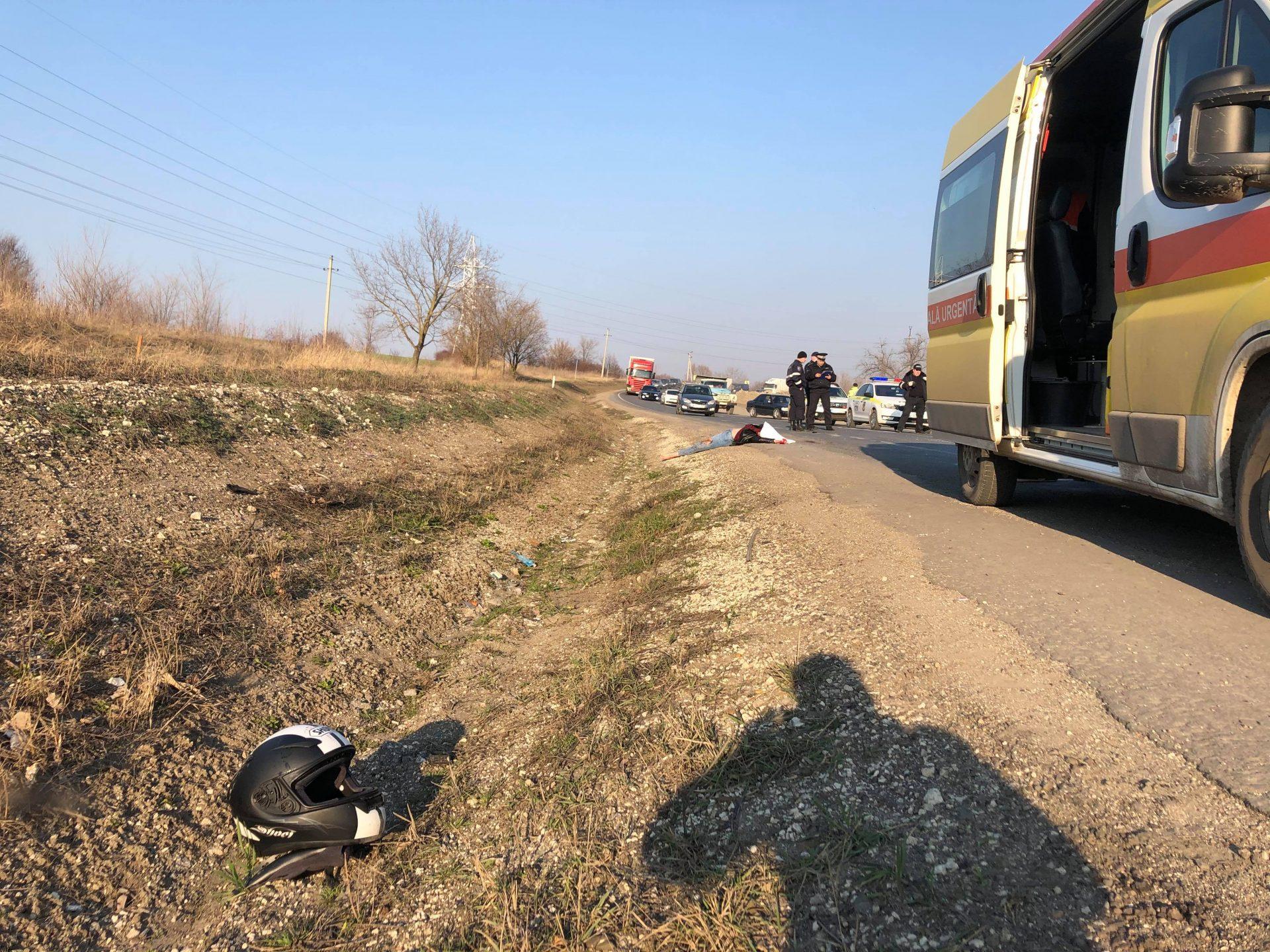 FOTO   Un motociclist și pasagera lui și-au pierdut viața pe șoseaua de centură din Bălți