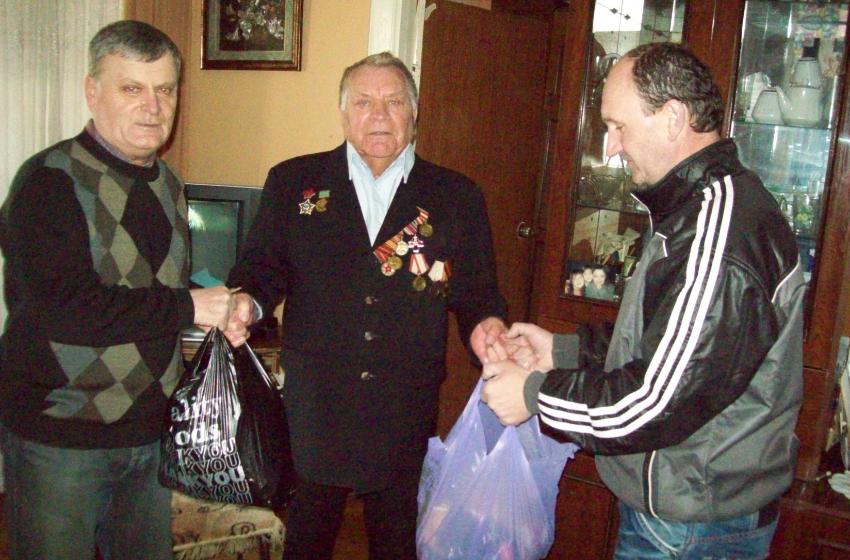 ФОТО | 10 бельцких ветеранов войны и труда получили продукты питания в разгар пандемии