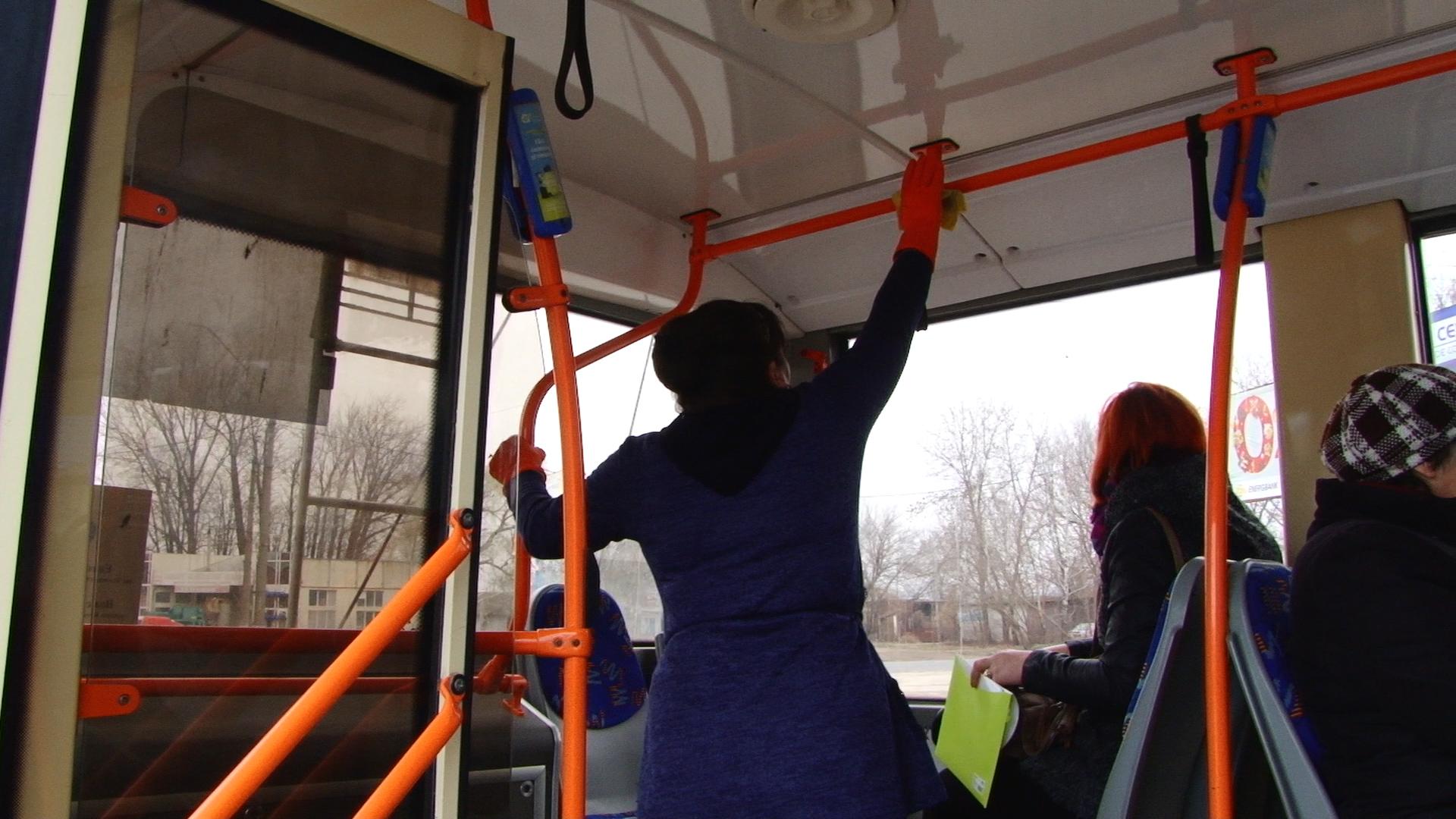 Au decis să ne ofere transport public gratuit după ce un taxator a fost testat pozitiv cu coronavirus