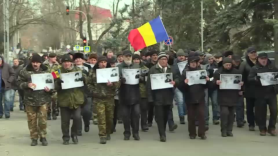 Furia a sute de veterani și o nouă moțiune împotriva ministrului Aureliu Ciocoi