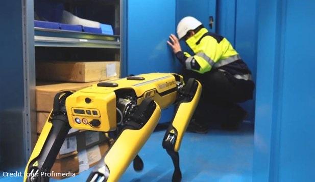 Britanicii vor înlocuirea imigranţilor din fabrici cu roboţi