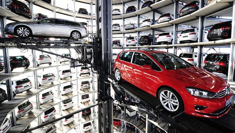 Două companii întrerup producția de automobile din cauza coronavirusului