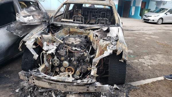 FOTO / VIDEO | Trei automobile au ars în această noapte la Bălți