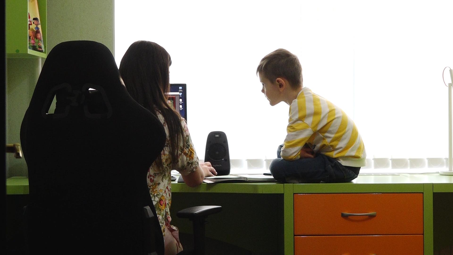 ВИДЕО | Преподователь младших классов: « Очень важно, чтоб дети чувствовали себя хорошо дома, и чтобы дистанционное обучение не было обузой»