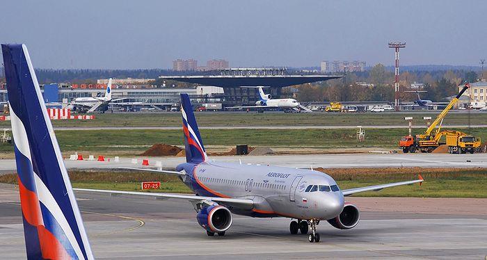 Rusia suspendă toate zborurile