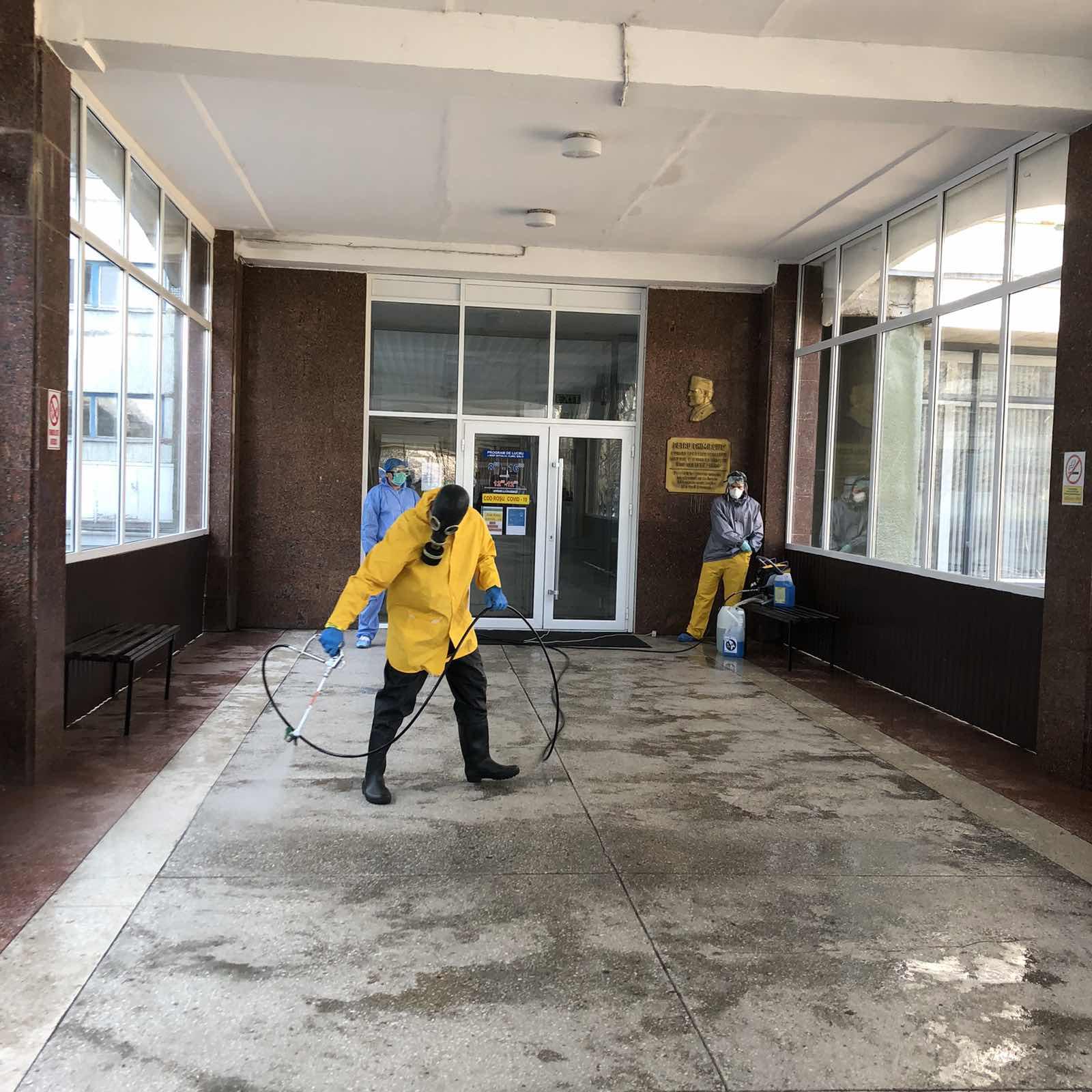 VIDEO | Spitalul din Bălți, dezinfectat gratuit de un agent economic din capitală
