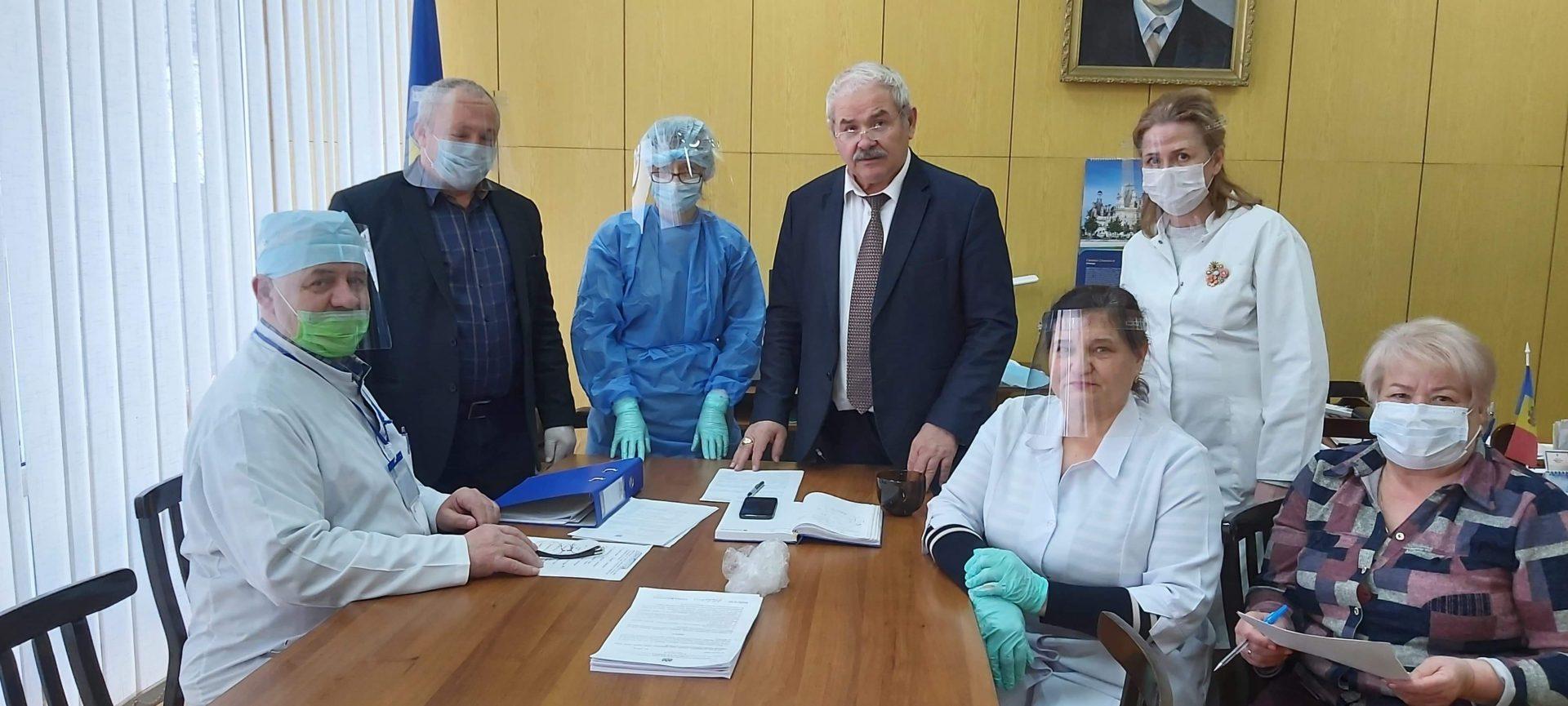 VIDEO | Medicii din Bălți au primit 100 de viziere. Acestea au fost fabricate destudenți cu suportul financiar al membrilor PAS