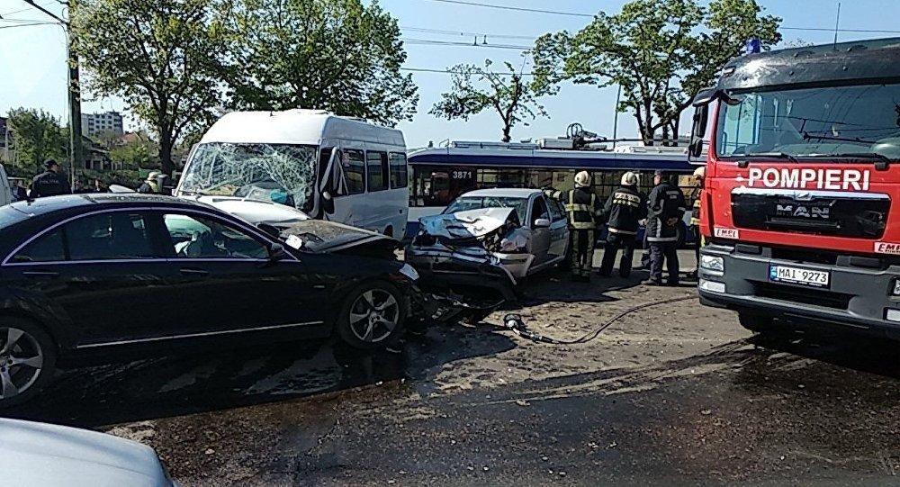 VIDEO   Mai multe accidente rutiere la Bălți: trei persoane decedate și alte 15 traumatizate