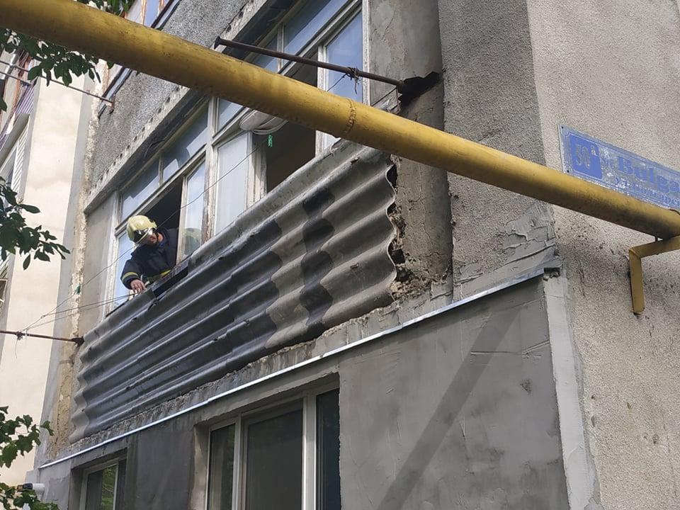 VIDEO   Un balcon din Bălți, cuprins de flăcări