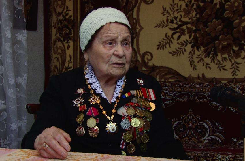 ВИДЕО | В 19 лет она увидела смерть, прошла сквозь пули и спасла тысячи солдат. Рассказ ветерана из Бельц