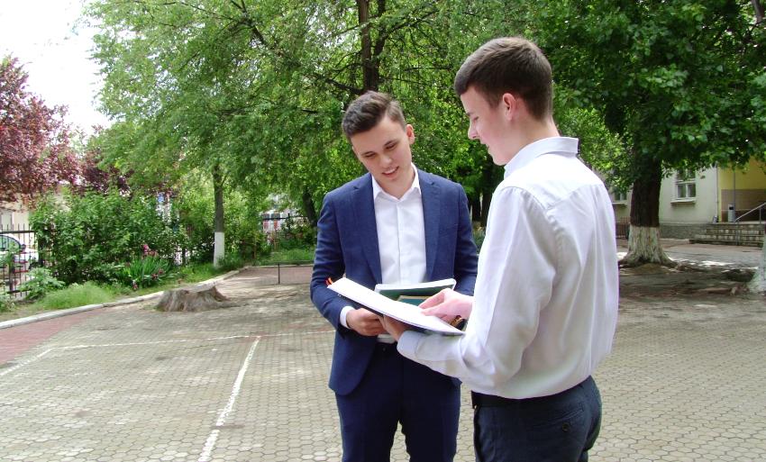ВИДЕО | Почти 100 бельцких выпускников получили десятки по БАКу «автоматом». Что они для этого сделали